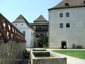 Second entrance as seen from the courtyard