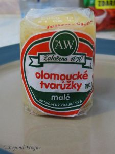 Tvarůžky as it is commonly seen in supermarkets.