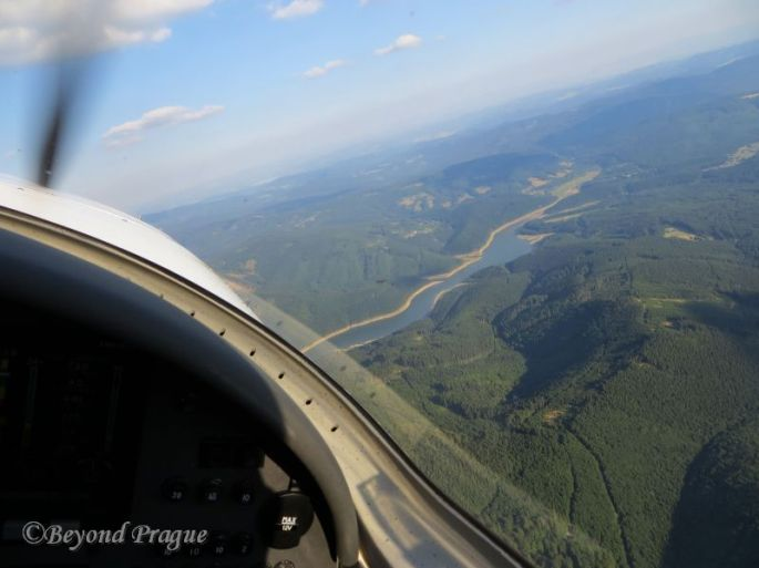 Flying along with the Beskydy below and Slovakia visible in the distance ahead.