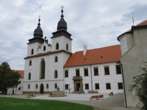 Anterior view of St. Procopius' Basilica and the Vysočina regional museum which adjoins it.