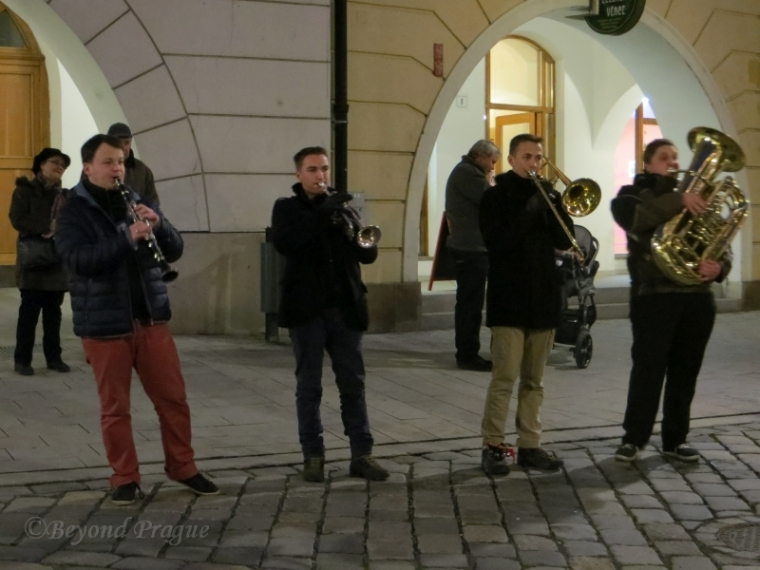 These fellows were playing seasonal tunes at the junction of the upper and lower squares.